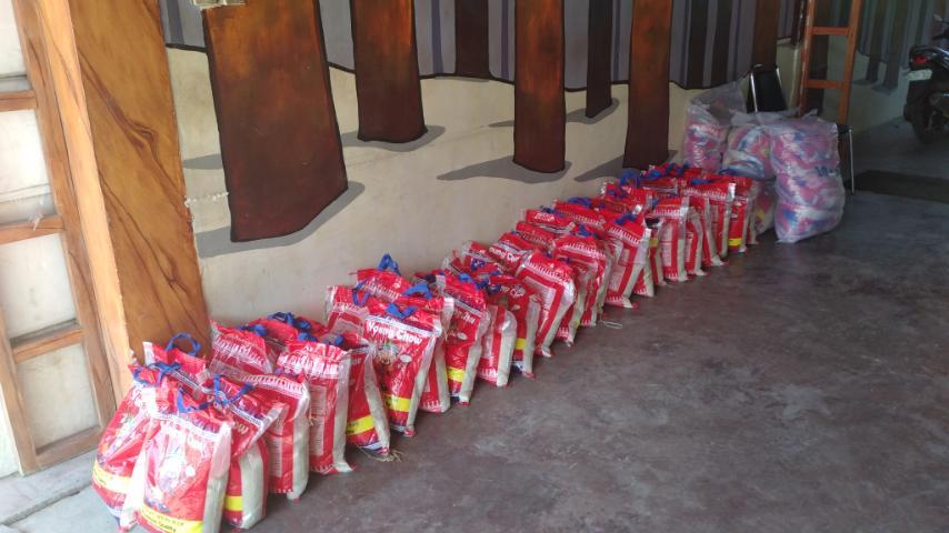 Pueblo de Oro organizes donation drives to help golf caddies in CDO, rice bag donations